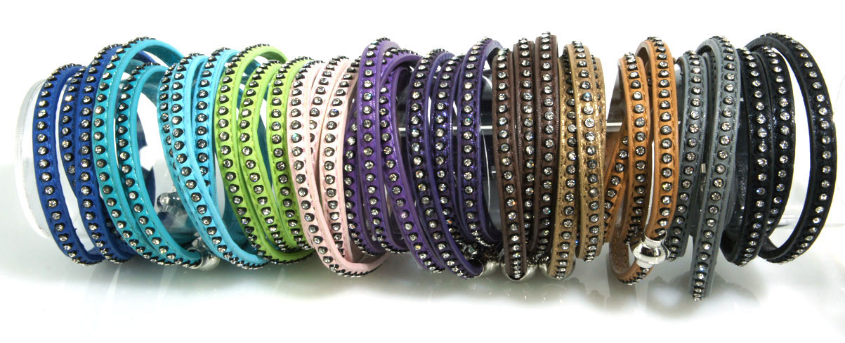 Bracciale in similpelle a tre giri con strass - multicolor